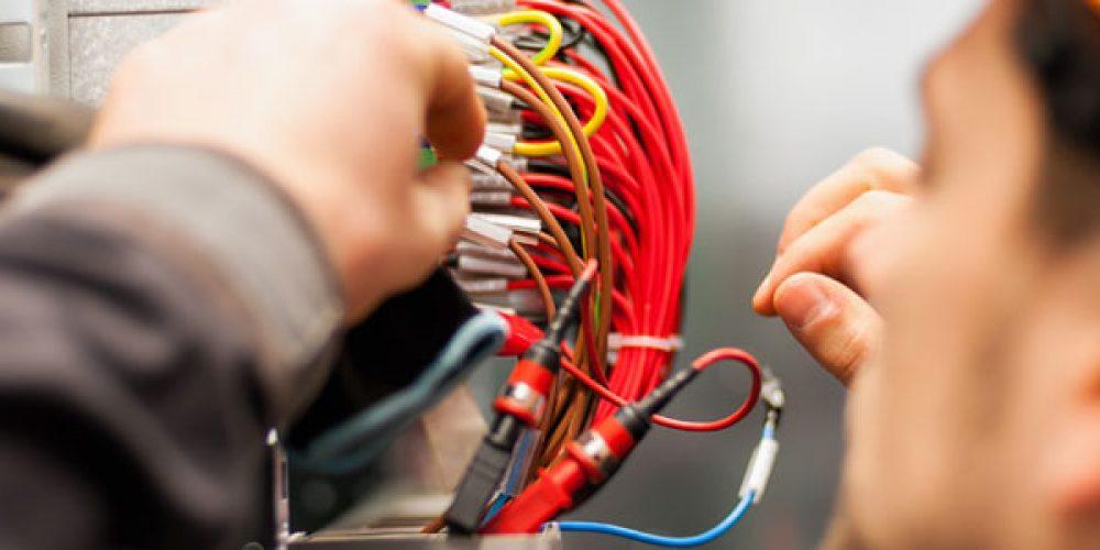 Faire appel à un électricien à Toulon directement en ligne sans se déplacer